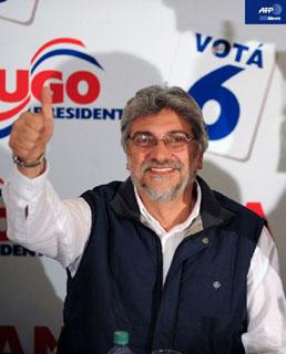 パラグアイ大統領選挙で当選したフェルナンド・ルゴ元司教(AFP)