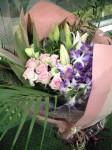 こんな花束を担いでゆきました