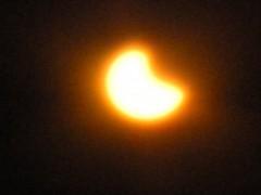 日食グラス越しに撮影(7時6分撮影)