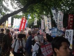 国会正門前は参加者でいっぱいでした