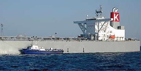 米原潜と衝突後、UAE沖に到着にした「最上川」=9日〔共同〕
